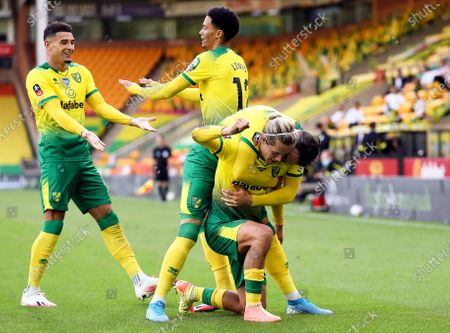 Todd Cantwell (R) of Norwich celebrates with teammates after scoring the 1-1 equalizer during the English FA Cup quarter final soccer match between Norwich City and Manchester United in Norwich, Britain, 27 June 2020.