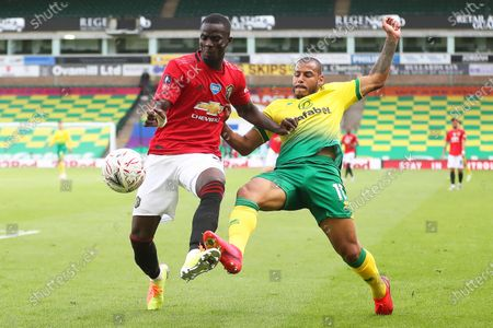 Onel Hernandez (R) of Norwich in action against Eric Bailly (L) of Manchester United during the English FA Cup quarter final soccer match between Norwich City and Manchester United in Norwich, Britain, 27 June 2020.
