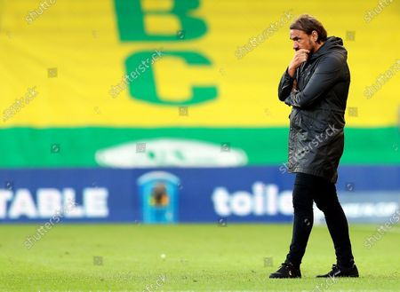 Norwich City's manager Daniel Farke reacts during the English FA Cup quarter final soccer match between Norwich City and Manchester United in Norwich, Britain, 27 June 2020.