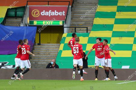 Harry Maguire (2-R) of Manchester United celebrates with teammates after scoring the 2-1 lead during the English FA Cup quarter final soccer match between Norwich City and Manchester United in Norwich, Britain, 27 June 2020.