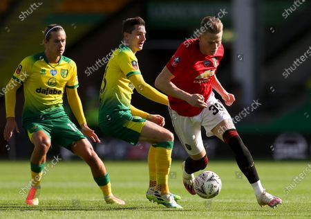 Scott McTominay (R) in action against Norwich players Kenny McLean (C) and Todd Cantwell (L) during the English FA Cup quarter final soccer match between Norwich City and Manchester United in Norwich, Britain, 27 June 2020.