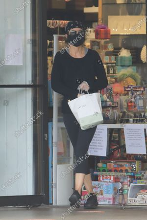 Lisa Rinna shopping in Studio City