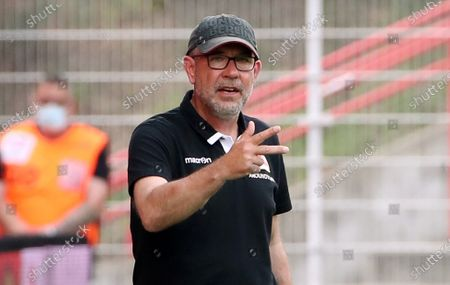 Trainer Urs Fischer gesture,        