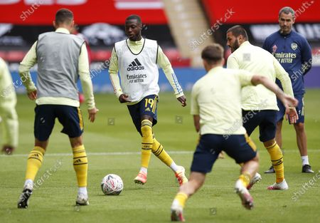 Arsenal's Nicolas Pepe (C) and his teammates warm up prior the English FA Cup quarter final match between Sheffield United and Arsenal London in Sheffield, Britain, 28 June 2020.