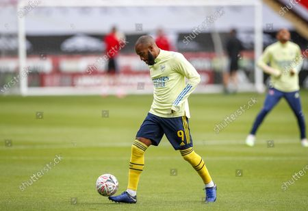 Arsenal's Alexandre Lacazette warms up prior the English FA Cup quarter final match between Sheffield United and Arsenal London in Sheffield, Britain, 28 June 2020.