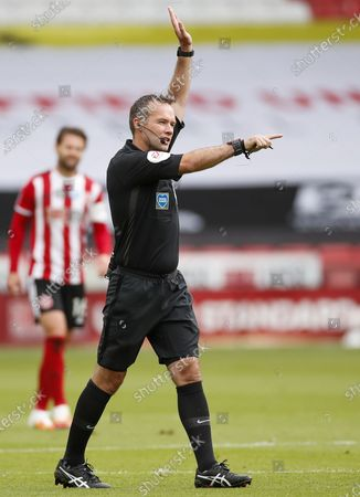 A referee Paul Tierney signals no goal after a VAR review during the English FA Cup quarter final match between Sheffield United and Arsenal London in Sheffield, Britain, 28 June 2020.