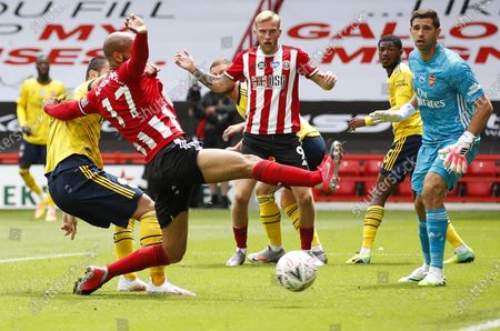 David McGoldrick (C) of Sheffield in action during the English FA Cup quarter final match between Sheffield United and Arsenal London in Sheffield, Britain, 28 June 2020.