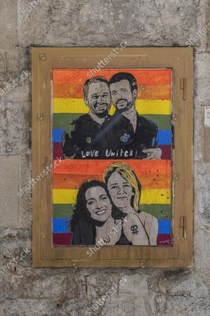 The latest artwork of the urban graffiti artist TVBoy showing Santiago Abascal with Pablo Casado and Ines Arrimadas with Cayetana Álvarez de Todelo as a pair of lovers. In conjunction with the LGBTI Pride and Liberation Day, the urban artist TVBoy has created artwork representing an ironic version of the leaders of the Spanish center-right parties as lovers.