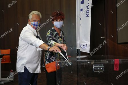 Former Polish President Aleksander Kwasniewski (L) with his wife Jolanta Kwasniewska (R) vote at a polling station during Poland's presidential elections in Warsaw, Poland, 28 June 2020. Poles are voting to elect their president for a five-year term. The vote had been due to take place on 10 May but was delayed by the COVID-19 pandemic. Polling stations are open in Poland from 7 a.m. to 9 p.m. If none of the eleven contenders in the race wins more than 50 percent of the vote, under Polish election rules, a second round will be held on 12 July.