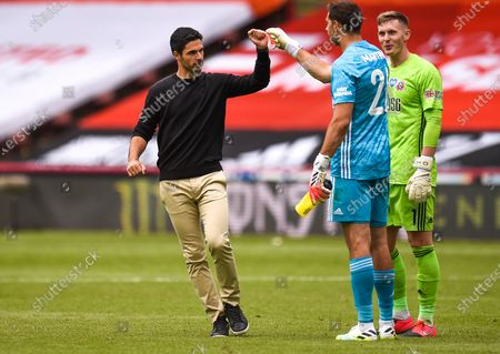 Arsenal manager Mikel Arteta (L) celebrates with goalkeeper Emiliano Martinez (C) after the English FA Cup quarter final soccer match between Sheffield United and Arsenal FC in Sheffield, Britain, 28 June 2020.
