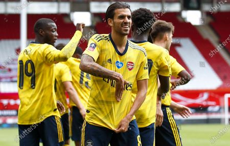 Dani Ceballos (front) of Arsenal celebrates after scoring the 2-1 lead during the English FA Cup quarter final soccer match between Sheffield United and Arsenal FC in Sheffield, Britain, 28 June 2020.