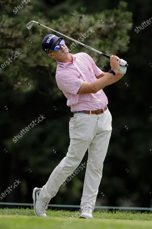 Kevin Streelman tees off on the fifth hole during the final round of the Travelers Championship golf tournament at TPC River Highlands, in Cromwell, Conn