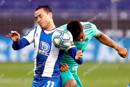 Espanyol's Raul de Tomas (L) in action against Real Madrid's Casemiro (R) during the Spanish LaLiga soccer match between RCD Espanyol and Real Madrid held at RCDE Stadium, in Barcelona, Spain, 28 June 2020.