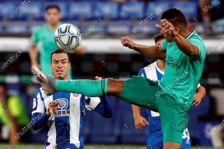 Real Madrid's Brazilian Carlos Henrique Casemiro (R) in action against Raul de Tomas (L) of RCD Espanyol during the Spanish LaLiga soccer match between RCD Espanyol and Real Madrid held at RCDE Stadium, in Barcelona, Spain, 28 June 2020.