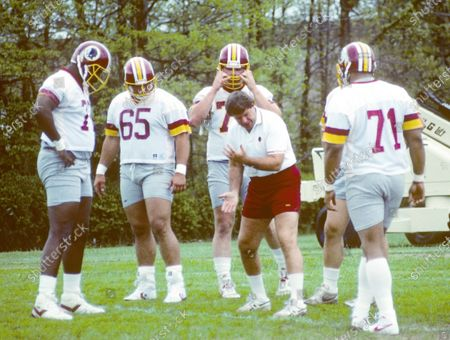 Washington Redskins offensive line coach Joe Bugel shows technique to some of his students during the 1988 Mini-Camp at Redskins Park in Herndon, Virginia.의 스톡 이미지