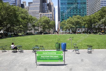 Bryant Park atmosphere during the new coronavirus pandemic (COVID-19)on Manhattan Island in New York City in the United States this Monday, the 29th.