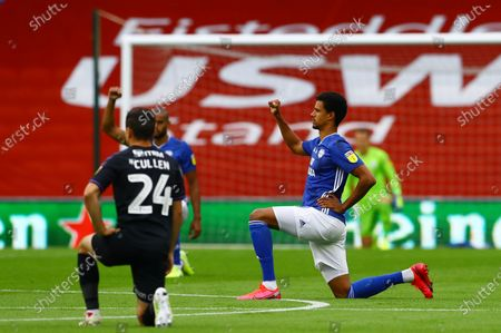 Robert Glatzel of Cardiff City takes a knee before kick off