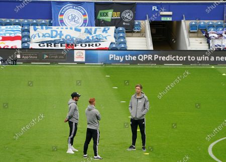 Kevin McDonald, Harrison Reed and Anthony Knockaert of Fulham on the pitch before the match