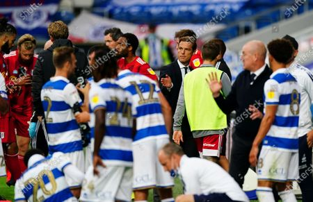 Fulham Manager Scott Parker instructs his players during a drinks break