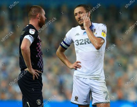 Luke Ayling of Leeds United and Ryan Tunnicliffe of Luton Town