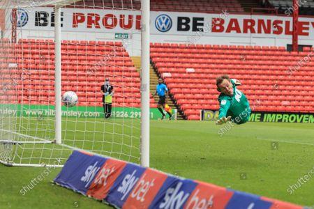 Conor Chaplin (11) of Barnsley slots the ball past Christian Walton (1) of Blackburn Rovers to make it 1-0 Barnsley
