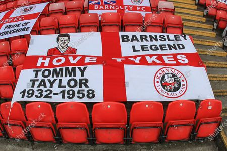 Tommy Taylor las is places in the Ponty End as Oakwell for this evenings game