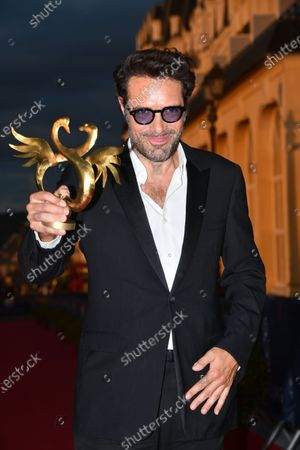 "Nicolas Bedos pose with his prize for best Director for ""La belle Epoque"" after the Closing Ceremony"