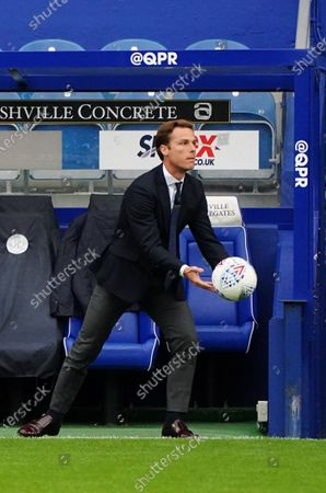 Scott Parker Manager of Fulham throws the ball