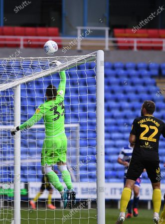 Madejski Stadium, Reading, Berkshire, England; Cabral Barbosa of Reading tips the corner kick over his cross bar for afety; English Championship Football, Reading versus Brentford.