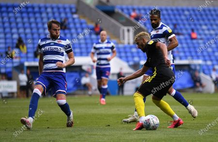 Madejski Stadium, Reading, Berkshire, England; Chris Gunter of Reading defends agaist the attack from Saïd Benrahma of Brentford; English Championship Football, Reading versus Brentford.