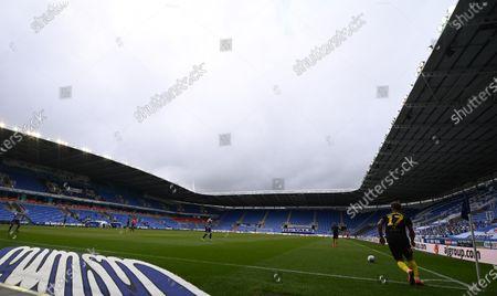 Madejski Stadium, Reading, Berkshire, England; Emiliano Marcondes of Brentford takes a corner kick; English Championship Football, Reading versus Brentford.