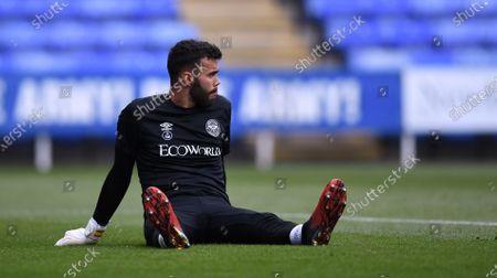 Madejski Stadium, Reading, Berkshire, England; David Raya of Brentford warms up; English Championship Football, Reading versus Brentford.
