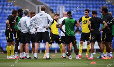Madejski Stadium, Reading, Berkshire, England; Brentford team huddle before kick off; English Championship Football, Reading versus Brentford.
