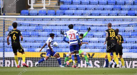 Madejski Stadium, Reading, Berkshire, England; Bryan Mbeumo of Brentford scores in 22nd minute 0; English Championship Football, Reading versus Brentford.