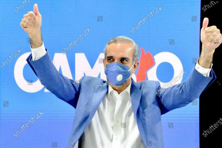 Luis Abinader, the presidential candidate for the opposition Modern Revolutionary Party (PRM), wears a face mask as he gives a double thumbs-up gesture during an event at his party's campaign headquarters in Santo Domingo, Dominican Republic, 29 June 2020 (issued 30 June). Abinader resumed his campaign after two weeks of absence while he was recovering from an infection with the SARS-CoV-2 coronavirus that causes the COVID-19 disease. Dominicans are set to flock to the polls on 05 July to choose the successor to the current head of state, Danilo Medina, in presidential and legislative elections held amid the ongoing coronavirus pandemic.