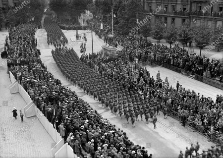 Stock Picture of American Troops marching through the Place d'Iena on July 4th, 1918, when all Paris joined in celebrating the American Independence Day, Paris, France, Lewis Wickes Hine, American National Red Cross Photograph Collection
