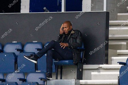 Queens Park Rangers Director of Football Les Ferdinand holds his head in apparent dismay during the EFL Sky Bet Championship match between Queens Park Rangers and Fulham at the Kiyan Prince Foundation Stadium, London