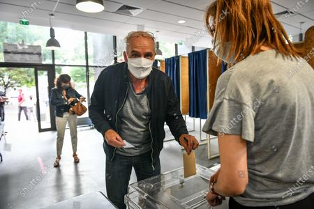 Philippe Poutou at polling station to vote for the second round of the mayoral election