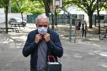 Philippe Poutou arrives at polling station to vote for the second round of the mayoral election