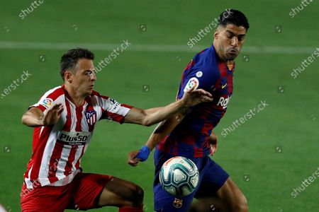 FC Barcelona's Luis Suarez (R) in action against Atletico Madrid's Santiago Arias (L) during the Spanish LaLiga soccer match between FC Barcelona and Atletico Madrid at Camp Nou stadium, Barcelona, Spain, 30 June 2020.