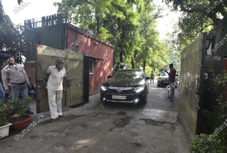 A vehicle exits from Congress Rajya Sabha MP Ahmed Patel's residence while he was being questioned by Enforcement Directorate (ED) officials in connection to a money laundering case involving Sandesara brothers on June 30, 2020 in New Delhi, India. A team of Enforcement Directorate once again arrived at the Delhi residence of senior Congress leader Ahmed Patel, a close aide of party interim Chief Sonia Gandhi, to question him in connection with the alleged multi-crore bank fraud case by the Gujarat-based Sterling Biotech.
