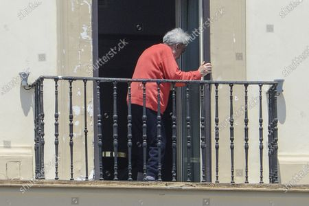 Emilio Fede out to the sixth floor balcony in the Grand Hotel Santa Lucia after being arrested for escaping while he was having dinner with his wife Diana De Feo, in a restaurant on the seafront of via Partenope in Naples.