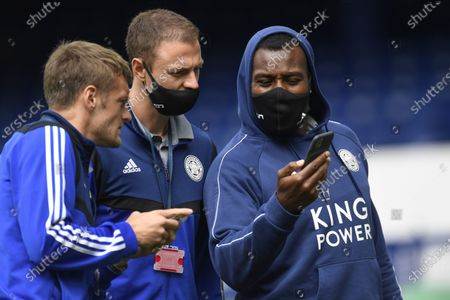 (L-R) Jamie Vardy, Jonny Evans and Wes Morgan of Leicester talk on the field ahead of the English Premier League match between Everton FC and Leicester City in Liverpool, Britain, 01 July 2020.