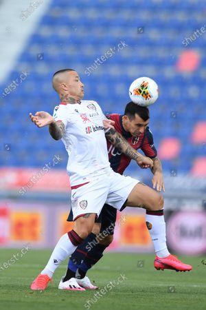 "Radja Nainggolan (Cagliari)Gary Medel (Bologna)                      during the Italian ""Serie A"" match between Bologna 1-1 Cagliari at Renato Dall Ara Stadium on July 01 , 2020 in Bologna, Italy."