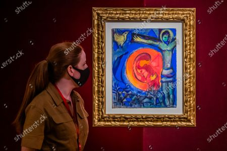 Marc Chagall, Christ au couple en rouge, Estimate: GBP 260,000 - GBP 360,000 - Christie's has now opened by appointment, only, in London and this week unveiled a Rainbow Room created by the jeweller Solange Azagury-Partridge, which is being created using fabric by Colefax and Fowler. Works from the online sale 'Dialogues: Modern & Contemporary Art' are installed in the room and the fabric will be donated to an NHS charity, that is creating 'Nest Rooms' in hospitals as respite spaces for staff on duty.