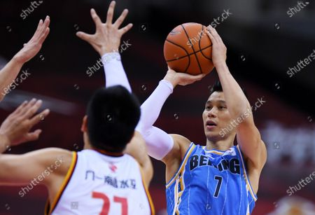 Jeremy Lin (R) of Beijing Ducks shoots during a match between Beijing Ducks and Bayi Rockets at the 2019-2020 Chinese Basketball Association (CBA) league in Qingdao, east China's Shandong Province, July 3, 2020.