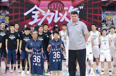 Chinese Basketball Association (CBA) president Yao Ming (front R), Chinese renowned respiratory specialist Zhong Nanshan (front L) and his wife Li Shaofen, a former Chinese National Women's Basketball team player, pose for photos before a match between Jiangsu Dragons and Guangdong Southern Tigers at the 2019-2020 Chinese Basketball Association (CBA) league in Dongguan, south China's Guangdong Province, July 3, 2020.