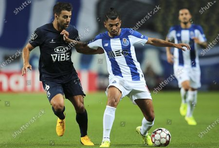 FC Porto's Jesus Manuel Corona (C) in action against Belenenses' Andre Santos (L) during the Portuguese First League soccer match between FC Porto and Belenenses Lisbon at Dragao stadium in Porto, Portugal, 05 July 2020.