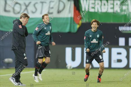 (L-R) Bremen's head coach Florian Kohfeldt, Bremen's Philipp Bargfrede ( and Bremen's Yuya Osako celebrate after the German Bundesliga relegation playoff, second leg soccer match between 1. FC Heidenheim and Werder Bremen in Heidenheim, Germany, 06 July 2020.
