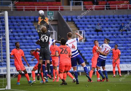 Madejski Stadium, Reading, Berkshire, England; Jonas Lossl of Huddersfield takes the corner cross easily; English Championship Football, Reading versus Huddersfield.